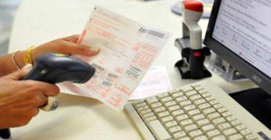 Pistoia, si facevano analisi senza pagare ticket e senza liste d'attesa. Nei guai decine di dipendenti dell'Asl.