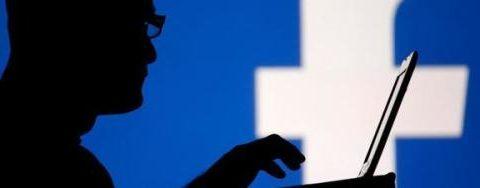 Scrive post su Facebook durante l'orario di lavoro: licenziato.