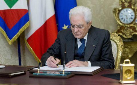 Il Presidente della Repubblica Sergio Mattarella firma la Legge Lorenzin su riordino Professioni Sanitarie.
