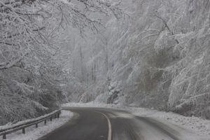 Assenza da lavoro per neve: spettano permessi e retribuzione?